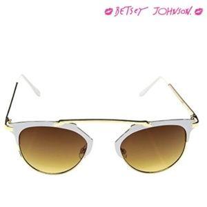 Betsey Johnson ~ Retro Sunglasses WHITE/GOLD